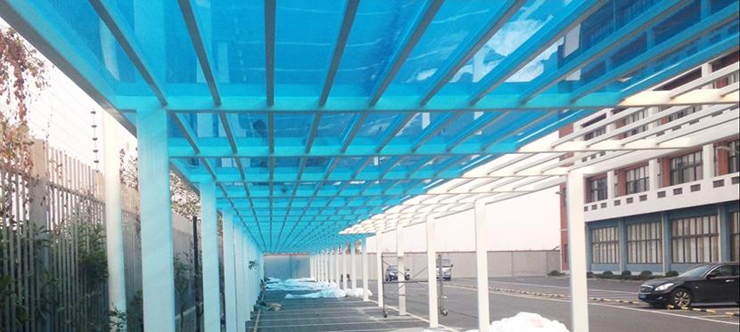 要用多厚的PC耐力板才适合作为耐力板雨棚的搭建材料?